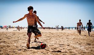 Nadatlantyckie plaże Lizbony przyciągają turystów i miejscowych