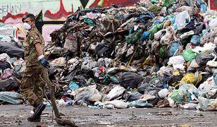 Neapol walczy ze śmieciami od wielu lat. Niedawno na pomoc ruszyli Polacy, którzy na włoskich odpadach robią nielegalny biznes.