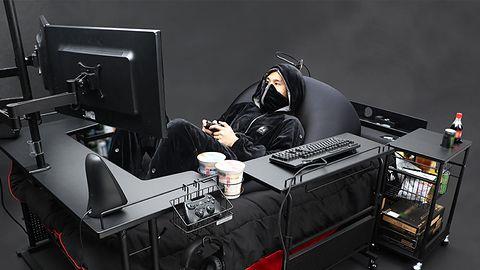 Gamingowe biurka to już przeżytek. Japończycy proponują łóżko dla graczy