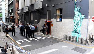 Policja przed barem w Brisbane, w którym doszło do tragedii.