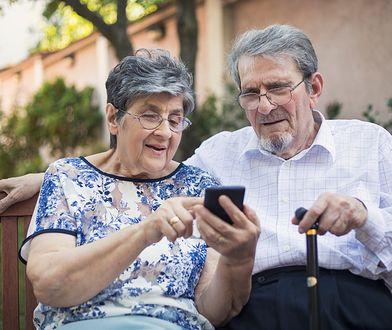 Z danych resortu cyfryzacji wynika, że co 6 osoba po 65. roku życia z internetu korzysta rzadko lub w ogóle.