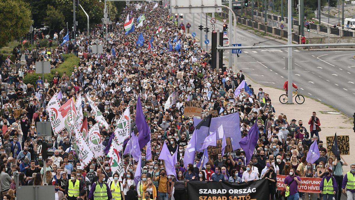 Budapeszt. Liczne protesty. Węgrzy stanęli w obronie niezależnego portalu internetowego