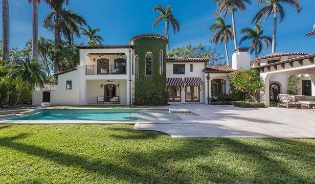 Wystawiono na sprzedaż willę w stylu hiszpańskim, w której stylista mieszkał w Miami Beach