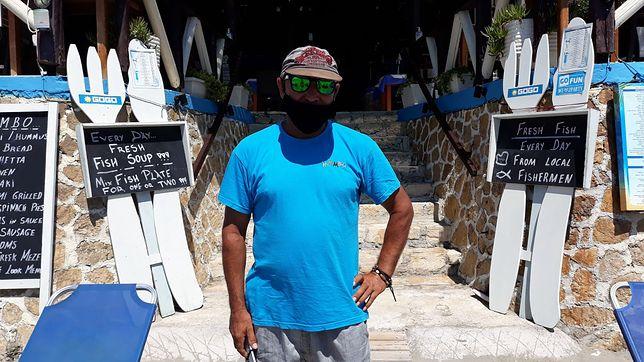 Janis, właściciel lokalnej restauracji na Zakynthos