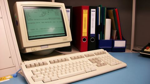 Pecetowa nostalgia: co napędza modę na retro PC?