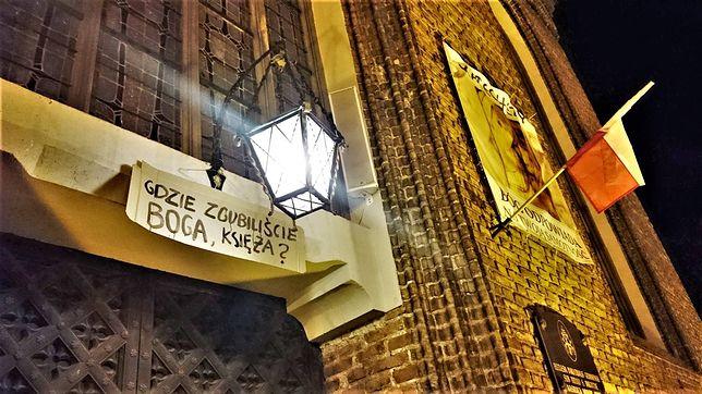 """Nocna akcja gdańskich feministek. """"Katolitaryzm stop!"""""""