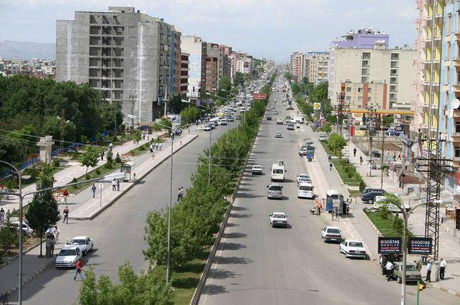 Batman to miasto w południowo-wschodniej Turcji, w pobliżu ujścia rzeki Batman do Tygrysu