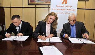 Podpisano umowy na 37 km odcinka drogi S17 od węzła Lubelska do Garwolina