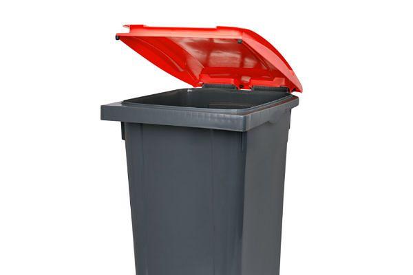 Kosz na śmieci w roli urny wyborczej