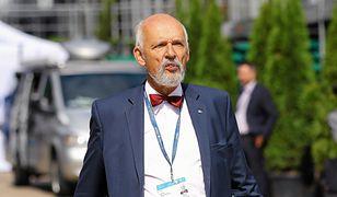 Janusz Korwin-Mikke nie powinien być członkiem własnej partii