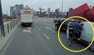 Kierowcy w Warszawie puściły nerwy. Wszystko nagrała kamera
