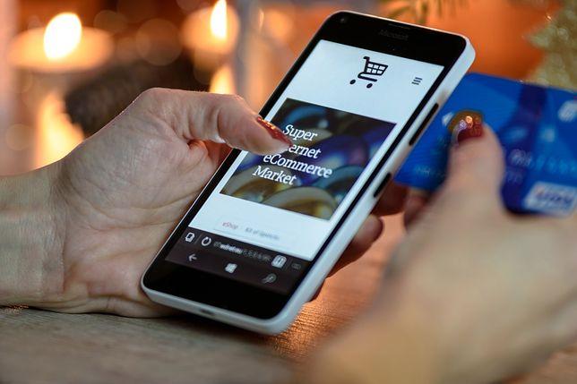 Jak telefony niszczą nasze życie towarzyskie? Poznaj przerażające dane!