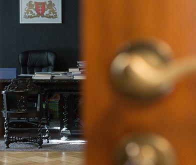 Zdjęcia z gabinetu Adamowicza