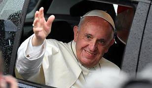 Papieskie auta na sprzedaż. Można wylicytować trzy Volkswageny
