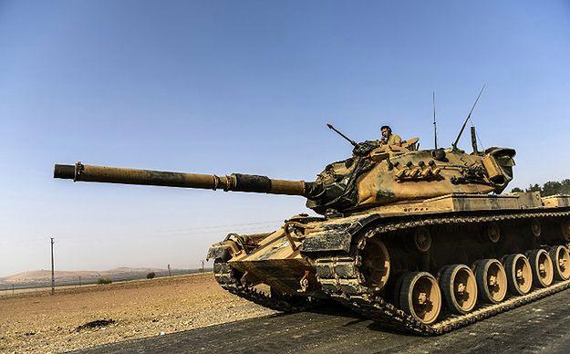 Kolejne tureckie czołgi wjechały do Syrii