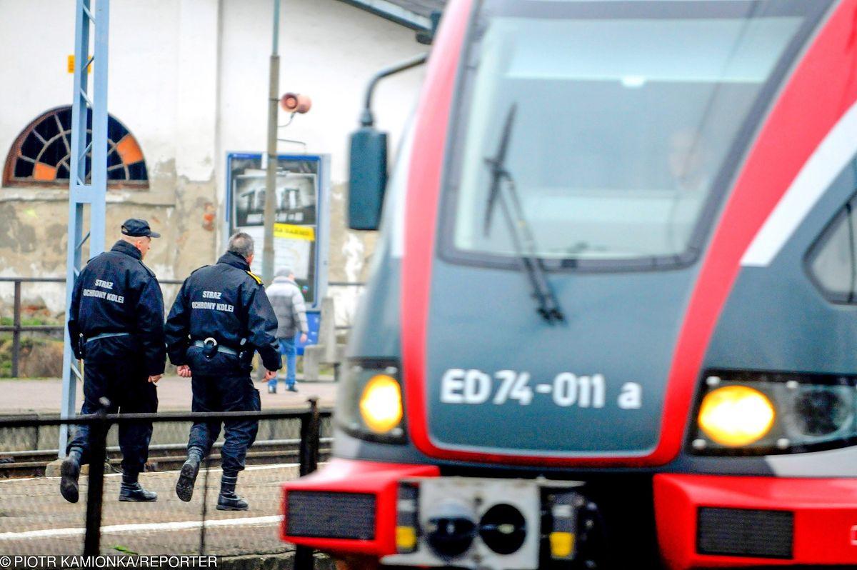 Dramat na torach. Pociąg potrącił dwie młode osoby