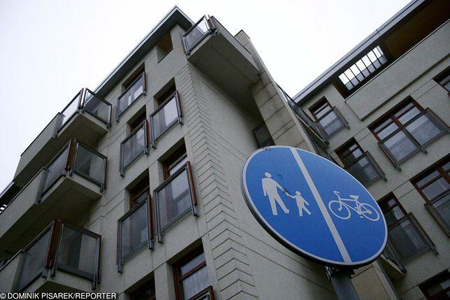 Dziecko wypadło z balkonu w Wilanowie