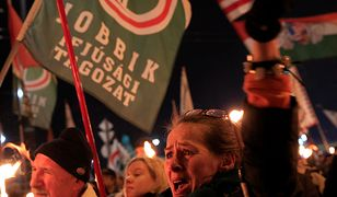 Jobbik porzucił faszyzm, ale nadal maszeruje z pochodniami.