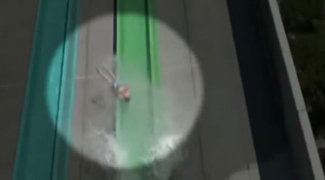 10-letni chłopiec poszedł na otwarcie parku wodnego i wypadł ze zjeżdżalni