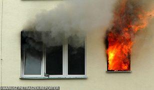 Mieszkanie na parterze budynku doszczętnie spłonęło
