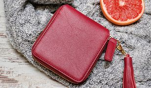 Elegancki portfel ze skóry pasuje do różnych stylizacji