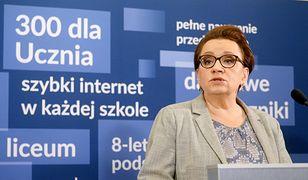 Trwa strajk nauczycieli i wielki kryzys w szkołach. Okazuje się, że urzędnicy minister Anny Zalewskiej zbierają nagrody, dodatki itp.