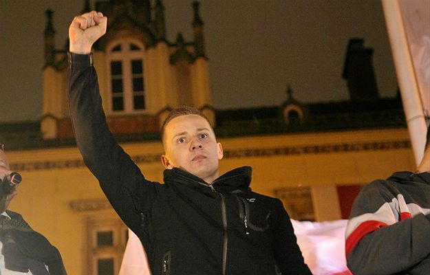 Były ksiądz Jacek Międlar na marszu w Dniu Niepodległości
