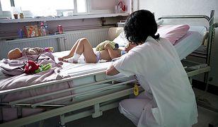 """Z dzieckiem do psychiatry. Lekarz ostrzega przed szpitalnymi """"doradcami"""""""