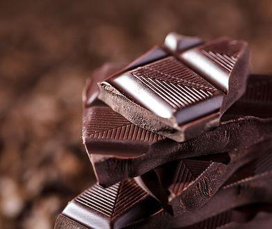 gorzka czekolada w kawałkach