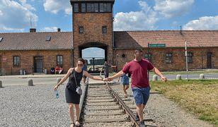 """Muzeum Auschwitz apeluje do zwiedzających: """"Nie pozujcie na torach kolejowych"""""""