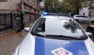 Koronawirus w Polsce. Brał pieniądze za zwolnienie z kwarantanny. Policjant usłyszał wyrok
