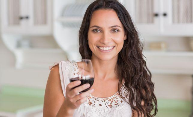 Jak alkohol wpływa na włosy?