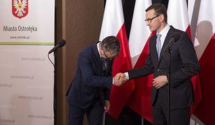 Po zmianie prezydenta (na fot. Janusz Kotowski podczas kampanii samorządowej z premierem) w Ostrołęce doszło do rewolucji.