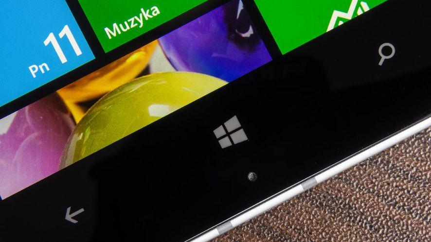 Alcatel podejmie ryzyko i stworzy smartfon z Windows 10 Mobile