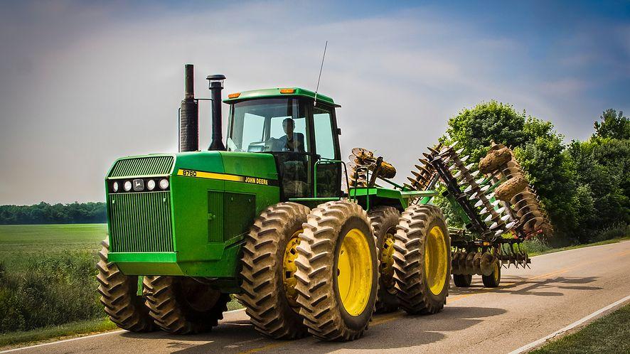 Rolnicy z USA crackują ciągniki. Inaczej nie ma sensu ich naprawiać