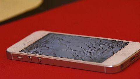 Czy opłaca się naprawiać uszkodzony ekran smartfonu?