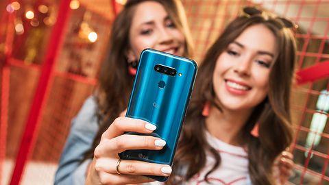 LG Q60 dostępny w Polsce. W zestawie prezent – wodoodporny głośnik Bluetooth
