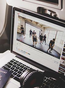 YouTube wyda miliony na twórców, aby walczyć z TikTokiem