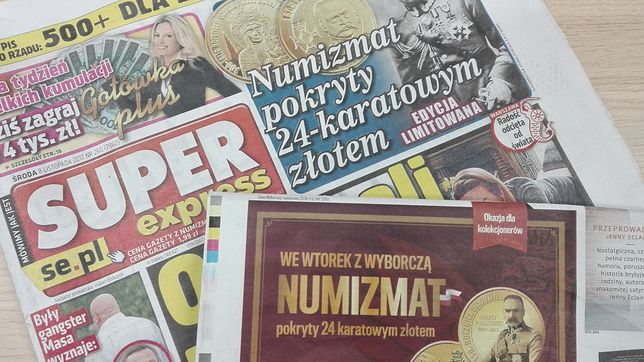 """""""SE"""" 8 listopada, """"GW"""" 14 listopada - obie gazety postawiły na numizmaty z wizerunkiem marszałka Piłsudskiego"""