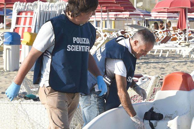 Policja na plaży w Rimini - zbieranie śladów