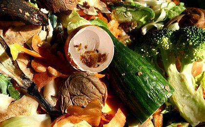 Polacy wyrzucają do śmietnika coraz więcej żywności