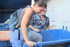 Przeżyła miesiąc za niecałe 100 złotych. Jedzenia szukała w śmietnikach