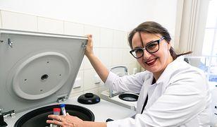 Prof. Ewa Stachowska w trakcie pracy.
