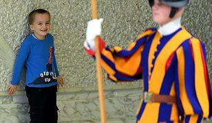 Watykan. 6-letni chłopiec bawił się podczas audiencji generalnej Franciszka