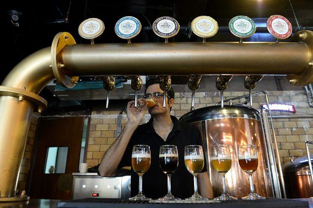 Lokal z piwem rzemieślniczym w Bangalore w Indiach