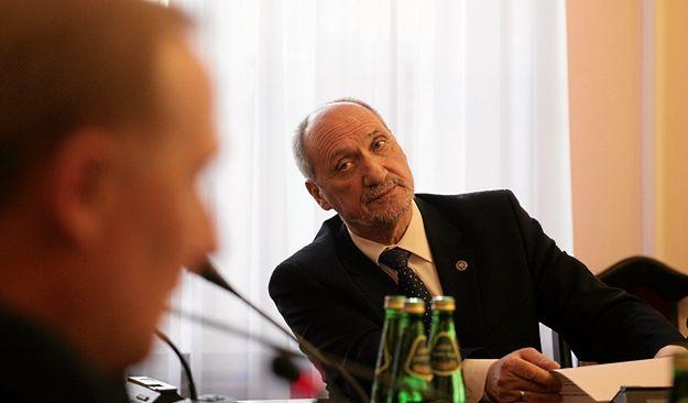 Antoni Macierewicz skomentował doniesienia o przeniesieniu szczytu NATO: Radio Erewań