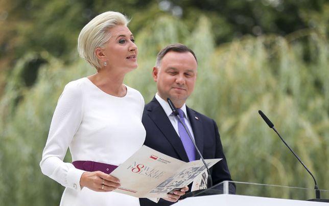 Para prezydencka bierze udział w akcji Narodowe Czytanie. Agata Duda zadała szyku