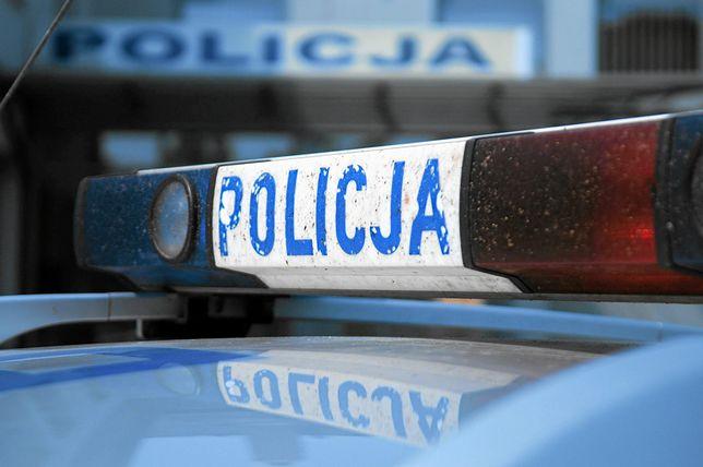 Warszawa. Policjanci zatrzymali 18-latka podejrzewanego o pchnięcie nożem taksówkarza