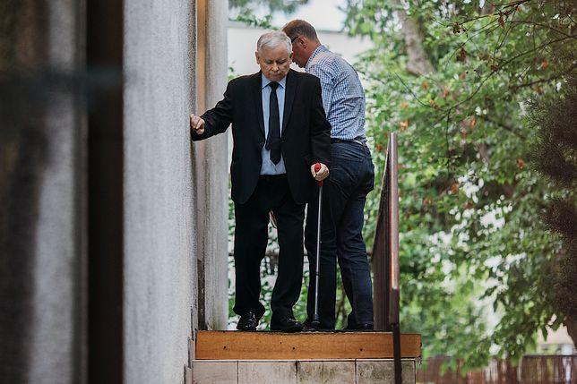 Jarosław Kaczyński powoli dochodzi do zdrowia. Mamy najnowsze zdjęcia prezesa PiS