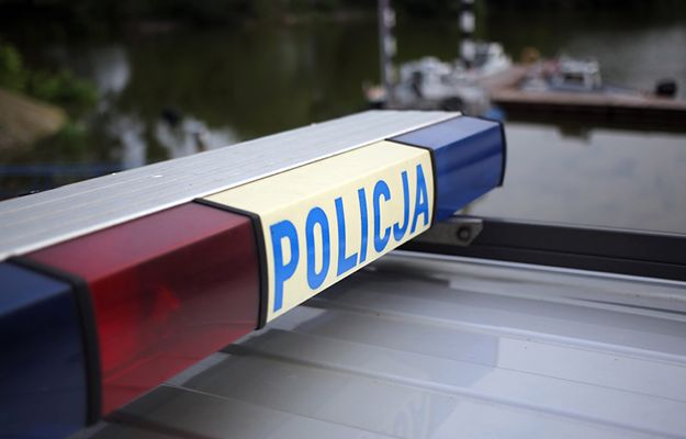 Policjanci uratowali tonącego mężczyznę